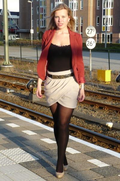 cream Vero Moda skirt - maroon Vero Moda blazer - gold Moschino belt