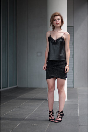 black Zara sandals - black Zara vest - charcoal gray modström skirt