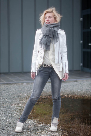 heather gray acne scarf - white asos boots - heather gray Levis jeans