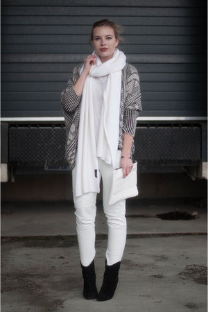 beige Zara cardigan - black Mango boots - white long knit soft Zara scarf