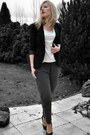 Black-sacha-shoes-black-scapino-blazer-gray-scapino-pants