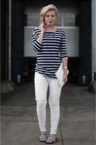 white clutch text Zara bag - white ALCHIMIE pants - navy Zara t-shirt