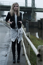 silver wishbone ComeGetFashion necklace - black Anna Dello Russo for H&M boots