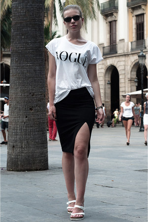 white Vogue t-shirt - black ray-ban sunglasses - white Birkenstock sandals