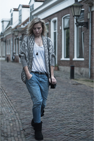 black Zara cardigan - black Ugg Australia boots - light blue Diesel jeans