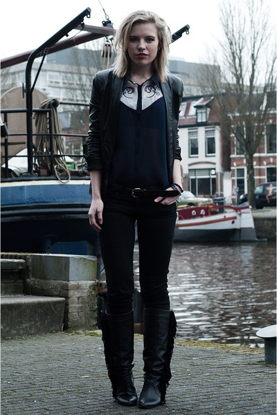 Primark top - Sacha boots - Levis jeans - Mango blazer