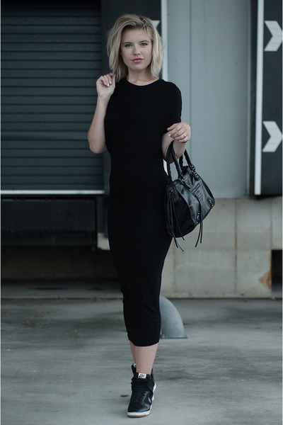 black H&M Trend dress - black Modemusthaves bag - black nike sneakers
