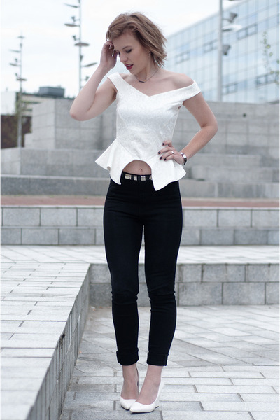 ivory NLY Trend top - black weekday jeans - black Sacha belt