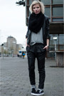 Black-mango-jacket-black-slip-ons-vans-sneakers-black-mango-pants