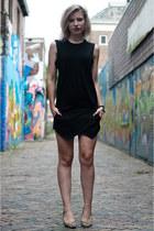 black Modemusthaves vest - black Zara skirt - mustard Manfield pumps