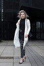 Black-costes-pants-white-melting-stockholm-cardigan-black-guess-heels