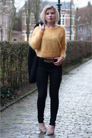 mustard H&M Trend sweater - black weekday jeans - mustard Manfield pumps