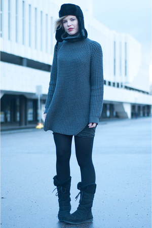 charcoal gray hope sweater - black Moon Boot boots - black Ugg Australia hat
