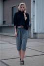 Black-zara-sweater-heather-gray-acne-shorts-black-birkenstock-sandals