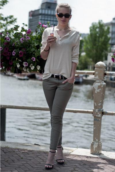 beige H&M men shirt - black wayfarer ray-ban sunglasses - black Zara sandals