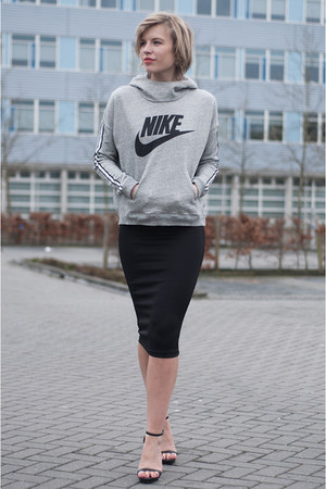 black H&M skirt - heather gray nike sweater - black Zara sandals