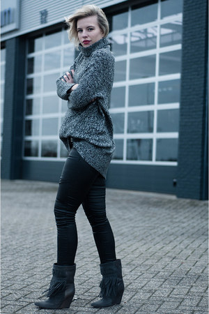 heather gray lindex sweater - gray the Sting boots - black Coolcat pants