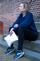navy NLY Trend sweater - black weekday jeans - navy nike sneakers