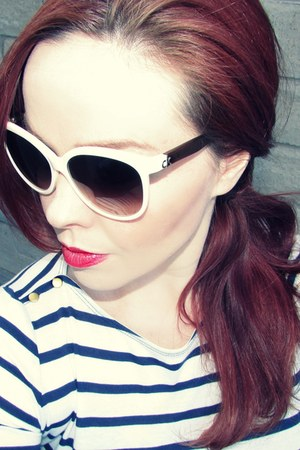 blue maternity H&M jeans - beige vintage frames calvin klein sunglasses