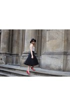 black H&M hat - black Primark bag - white Stradivarius top - red Mango heels