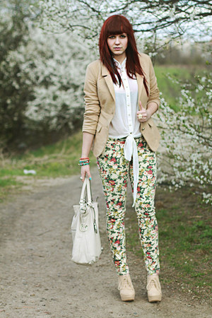 ivory bag - nude blazer - nude wedges