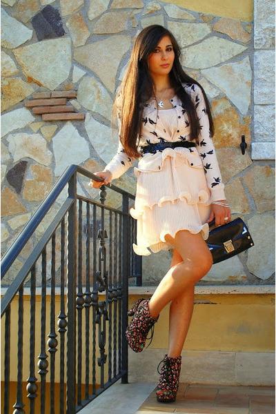 neutral H&ampM dress - black vintage bag - silver Bellast necklace