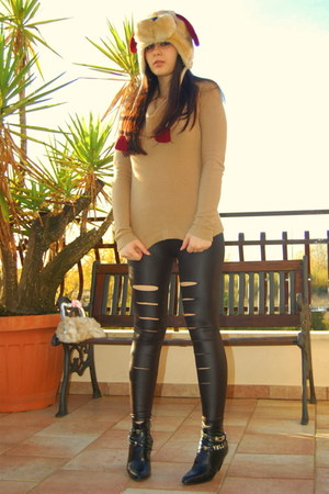 black romwe leggings - crimson hat - camel jumper