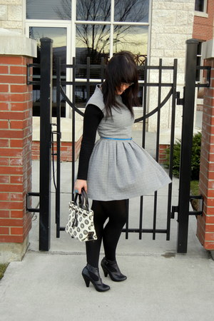 heather gray pleated wilfred dress - black footed HUE tights - black leather Doo