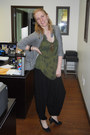 Black-ebay-pants-olive-green-mur-mur-top-black-le-chateau-heels