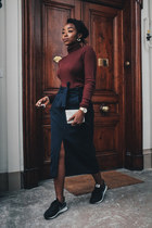crimson turtleneck La Redoute jumper - black suede nike sneakers