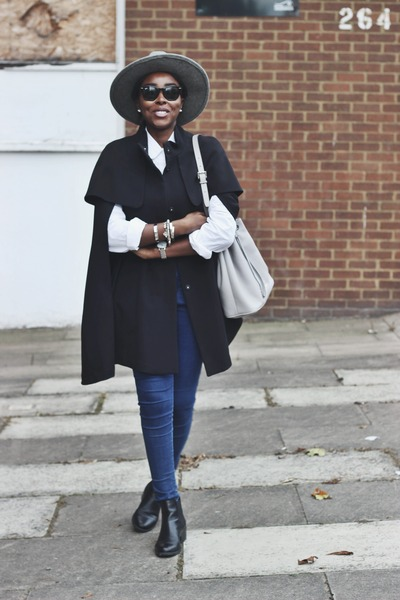 black h m capes black chelsea boots deichmann boots navy skinny asos jeans cape life by. Black Bedroom Furniture Sets. Home Design Ideas