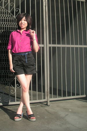 pink Converse shirt - black Forever 21 shorts - black Tommy Hilfiger shoes - blu