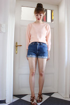 peach sugarhill boutique jumper - blue Levis shorts - tawny f-troupe sandals