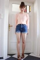 peach sugarhill boutique jumper - blue Levis shorts - tawny f-troupe sandals