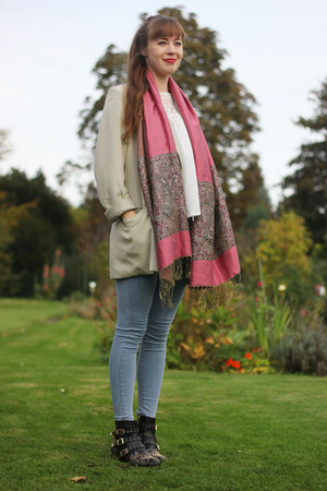 pink Yesfor scarf - white Yesfor blouse