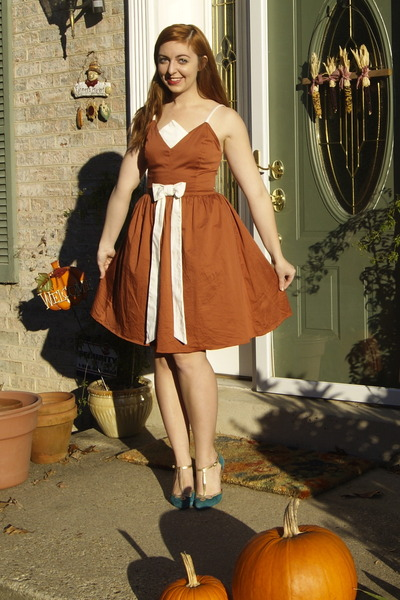 burnt orange modcloth dress - turquoise blue seychelles heels