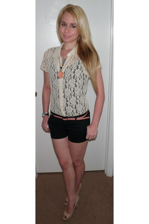 tan lace floral The Limited shirt - black Aeropostale shorts