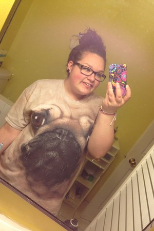 beige pug face t-shirt