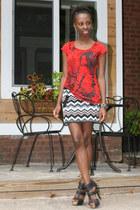 red Newloo t-shirt - black Cupid heels