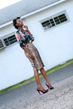 Forever 21 skirt - H&M blouse - Carlos Santana heels