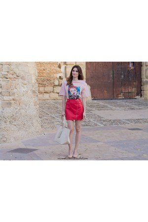 light pink shein t-shirt - red faux-leather shein skirt