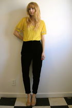 yellow vintage top - black vintage pants - beige vintage shoes