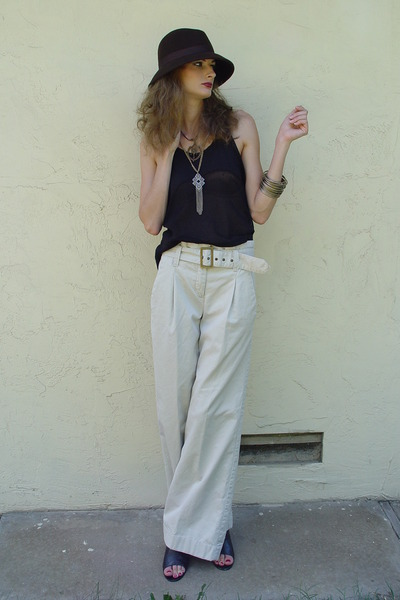 brown BDG hat - beige Express pants