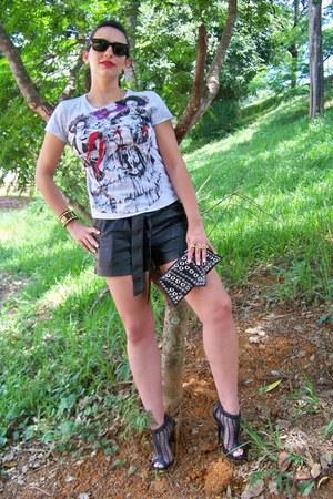 Carina Duek para C&A shorts - cavalera shirt - GlossyBox Style purse