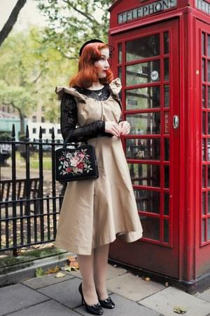 tan vivienne westwood dress - black Beyond Retro accessories