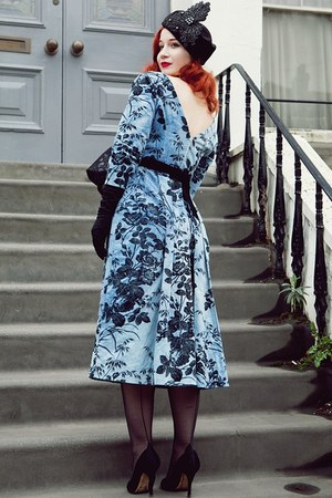 sky blue Ginger Jackie dress - black Beyond Retro hat