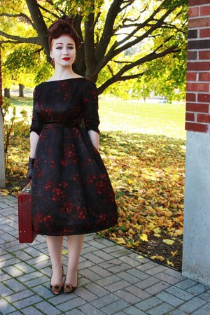 vintage heels - black 1950s vintage dress - maroon dents gloves