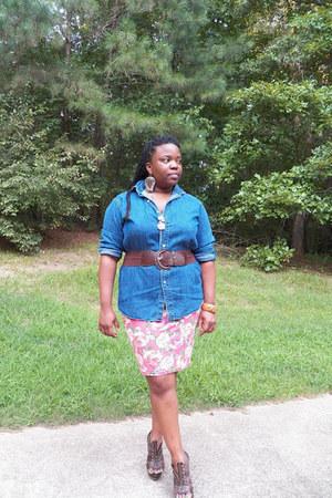denim shirt - cotton bodycon skirt - elastic brown belt