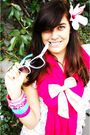 Pink-dress-blue-ray-ban-glasses-pink-scarf-black-top
