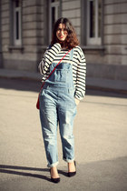 red H&M bag - black suede asos heels - white stripes H&M jumper